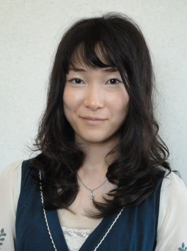 黒髪ロングのナチュラルカール 伊丹店 長谷川
